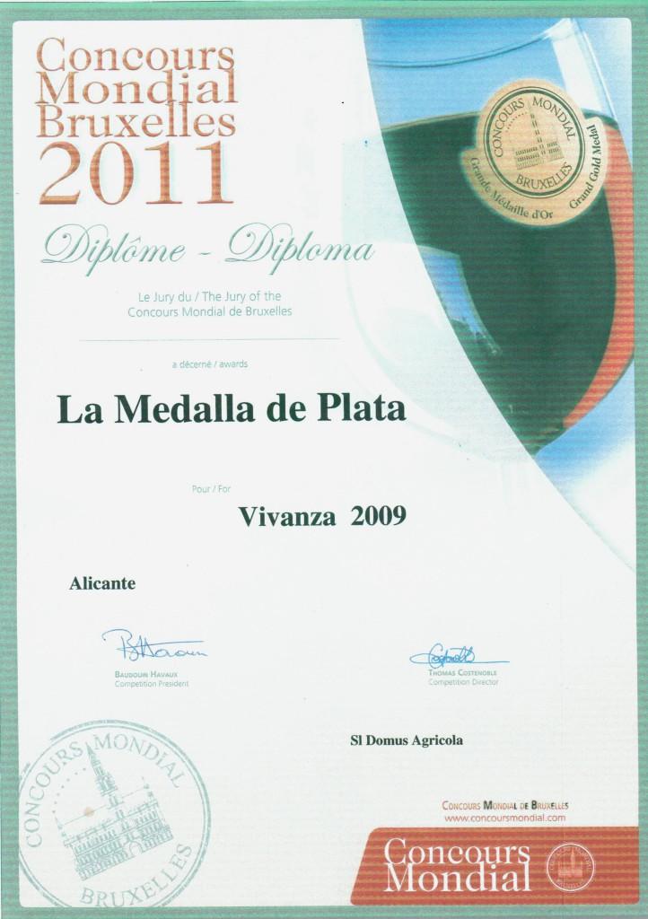 """Diploma concedido en la feria internacional """"Concours Mondial Bruxelles""""-2011. Galardonado con la medalla de plata el vino tinto 12 meses en barrica """"VIVANZA""""."""