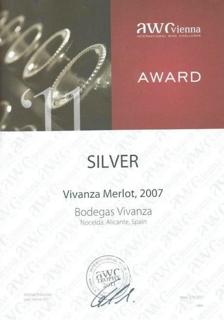 Diploma concedido en la feria «International Wine Challenge – AWC-Vienna 2011». Galardonado con la medalla de plata por el vino Vivanza Merlot, 2007