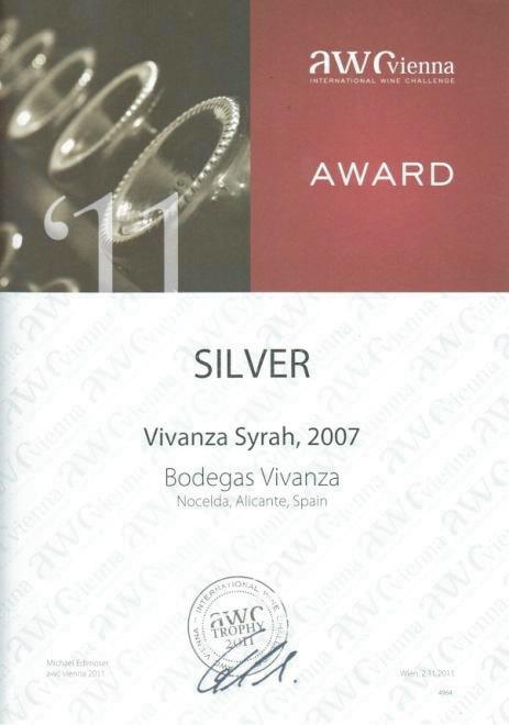 Diploma concedido en la feria «International Wine Challenge – AWC-Vienna 2011». Galardonado con la medalla de plata por el vino Vivanza Syrah, 2007