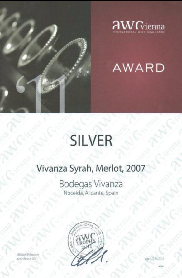 Diploma concedido en la feria «International Wine Challenge – AWC-Vienna 2011». Galardonado con la medalla de plata por el vino Vivanza Syrah, Merlot, 2007